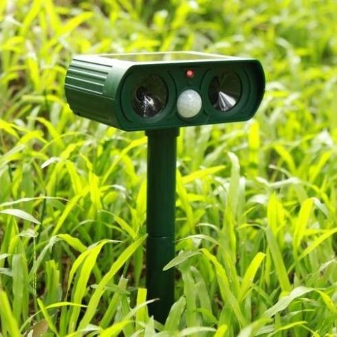 Aparat solar impotriva daunatorilor Solar Animal Repeller, ultrasunete
